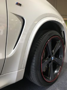 BMW X5 M50d, Black Track with Red Inner